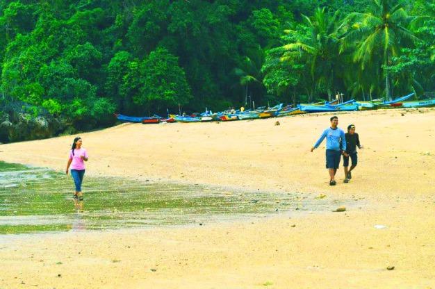 Pantai Nglurung